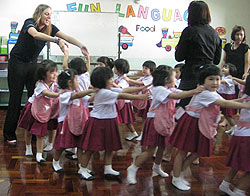 A native English speaker teaching kindergarten students at Wattana Wittaya