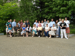 The group of seminar participants together for a photo.