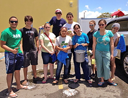 Youth washed cars to raise funds to attend Presbyterian Youth Triennium. Photo courtesy of Michelle Muñiz Vega