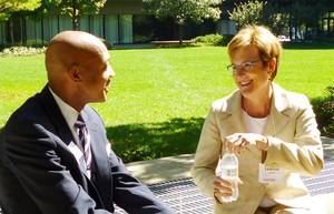Paul T. Roberts, Presidente and Decano del Seminario Teológico Johnson C. Smith y Leanne VanDyk, Presidenta del Semianario Teológico de Columbia.