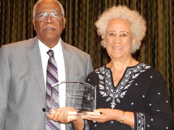 Dr. Darius L. Swann and Dr. Vera Poe Swann receive the Maria Fearing award.