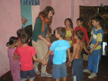 Pauline, a young adult volunteer from a German Protestant church, plays a song-and-dance game with Roma kids.