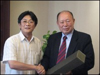 Insik Kim (right) receives one of his many retirement gifts from Kan Baoping, general secretary of the China Christian Council.