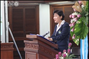 Dr. Sompan delivers an inaugural address at Payap University.
