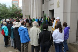 Presbyterians and other faith groups gathered on the steps of the Presbyterian Center in Louisville over the weekend as part of a series of activities to raise awareness about gun violence.