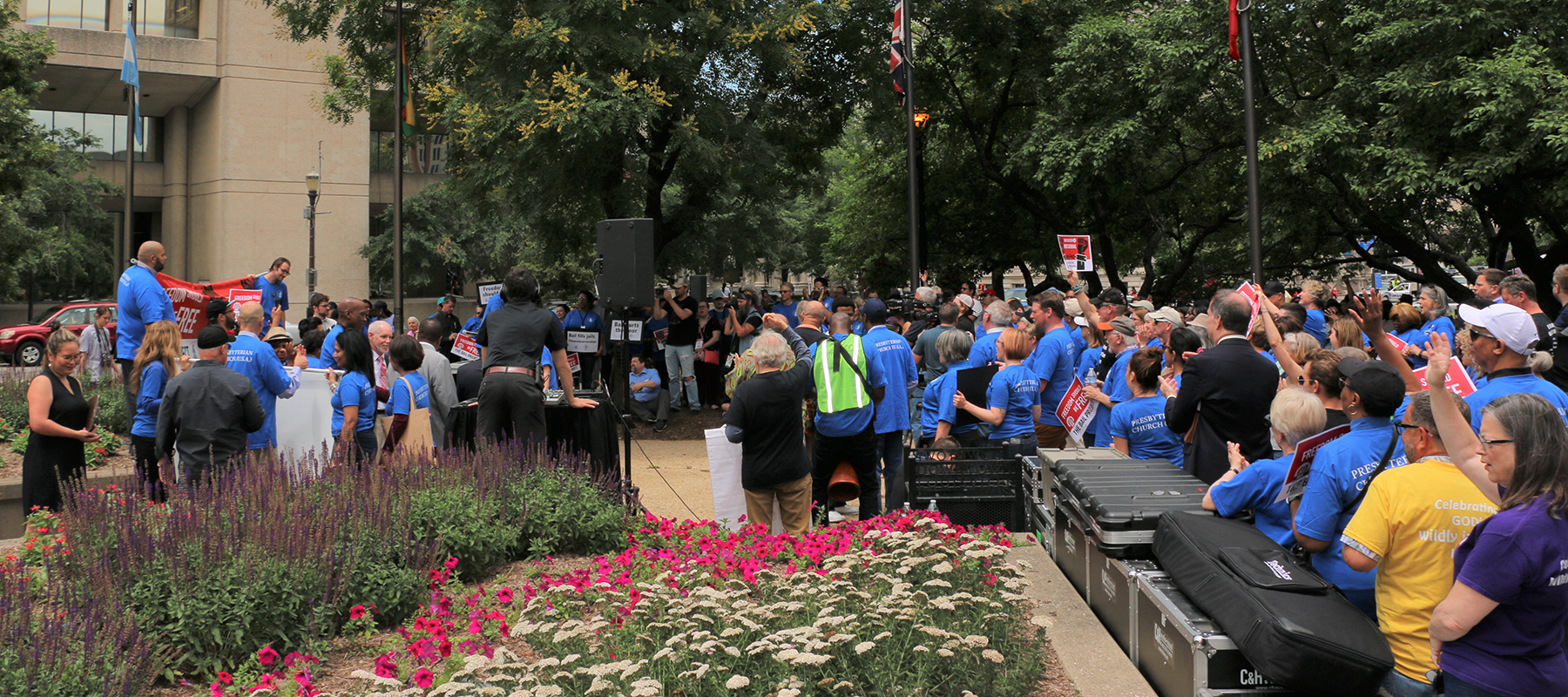 A crowd of about 250 attended a rally to end cash bail Wednesday in Louisville, Ky. Following the rally, more than 50 people incarcerated because they lacked the money to post bail were released from the Main Jail in downtown Louisville. (Photo by Tammy Warren)