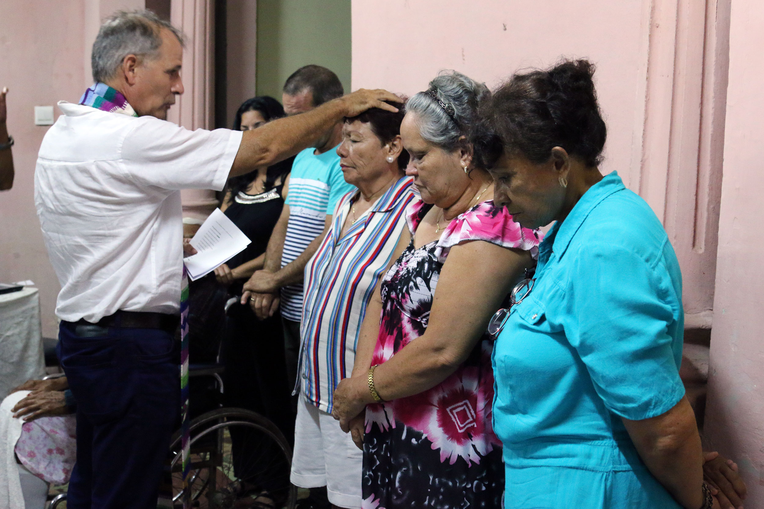 Ary Fernandez baptizes Xiomara Alonso as other new members of the Presbyterian Mission in Holguin look on.