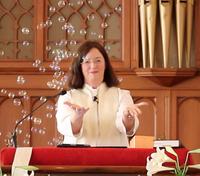 Photo of Sue Washburn preaching